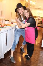 MARIA MENOUNOS with Her Mother Reveals She Has Bee Diagnosed with Brain Tumor 07/03/2017
