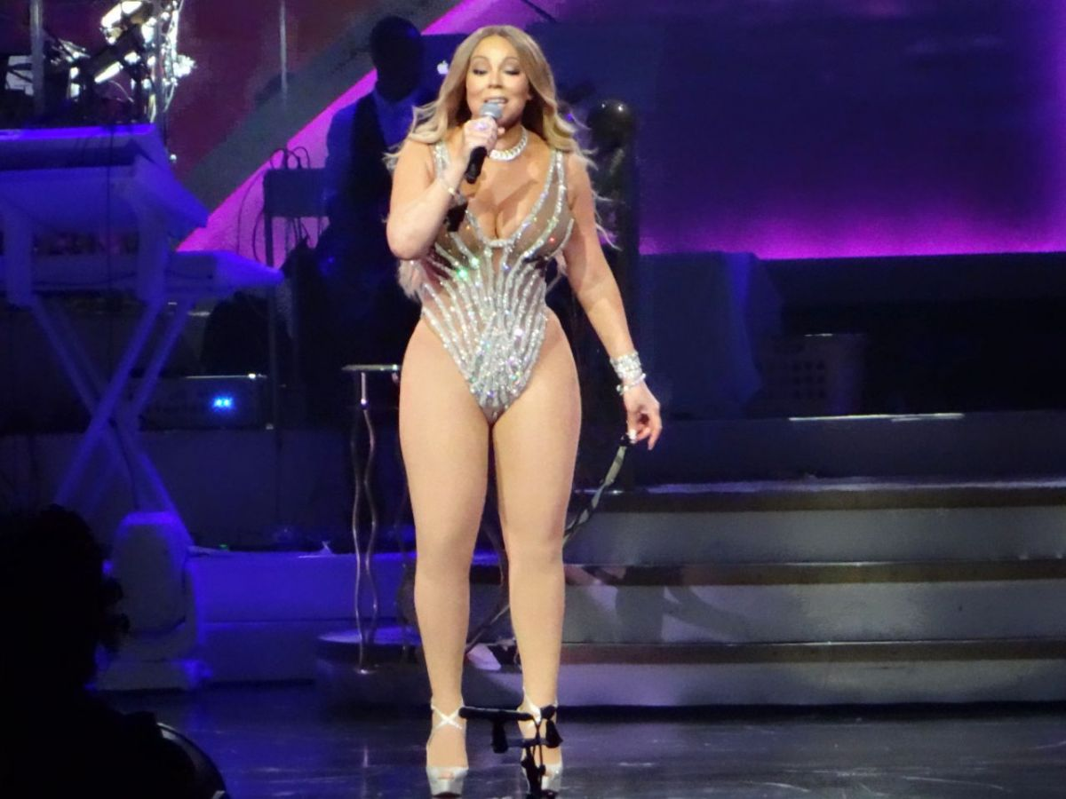 MARIAH CAREY Performs at Colosseum at Caesars Palace in ... мэрайя кэри