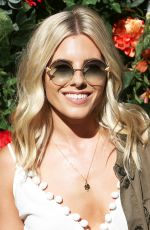 MOLLIE KING at Barclaycard Presents British Summer Time at Hyde Park in London 07/02/2017
