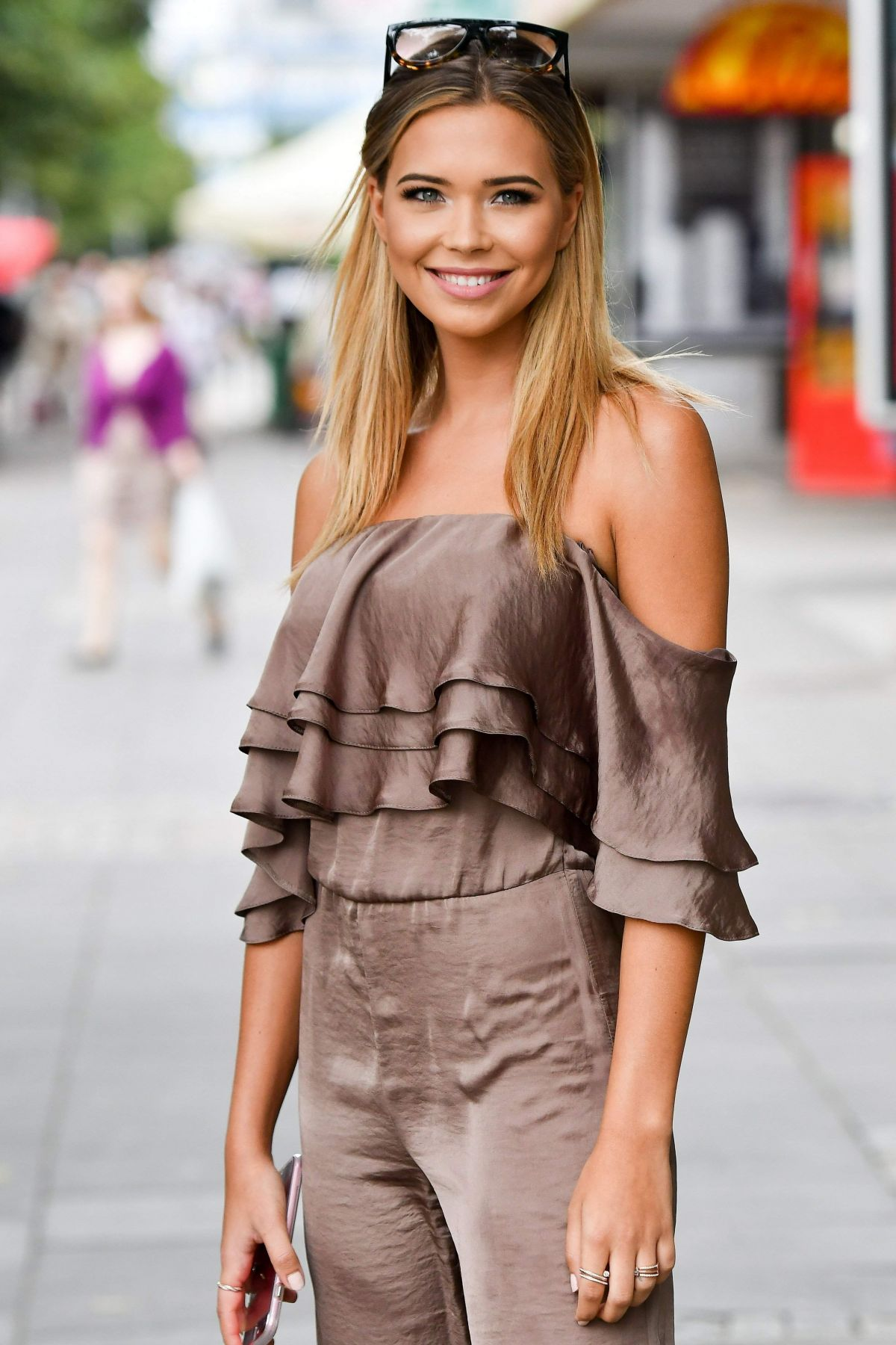 SANDRA KUBICKA Heading to TVN in Warsaw 07/08/2017