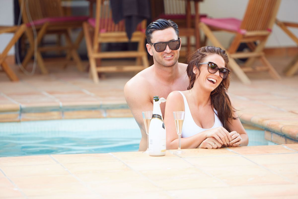 VICKY PATTISON wimin Ssuit at a Pool in Mallorca 06/25/2017   vicky-pattison-wimin-ssuit-at-a-pool-in-mallorca-06-25-2017_8
