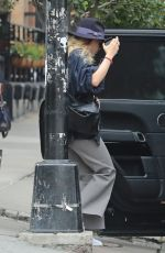 ASHLEY OLSEN Leaves an Office in New York 08/22/2017