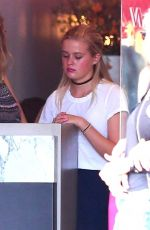 AVA PHILLIPPE Working as a Hostess at Pizzana Pizza in Brentwood 08/21/2017