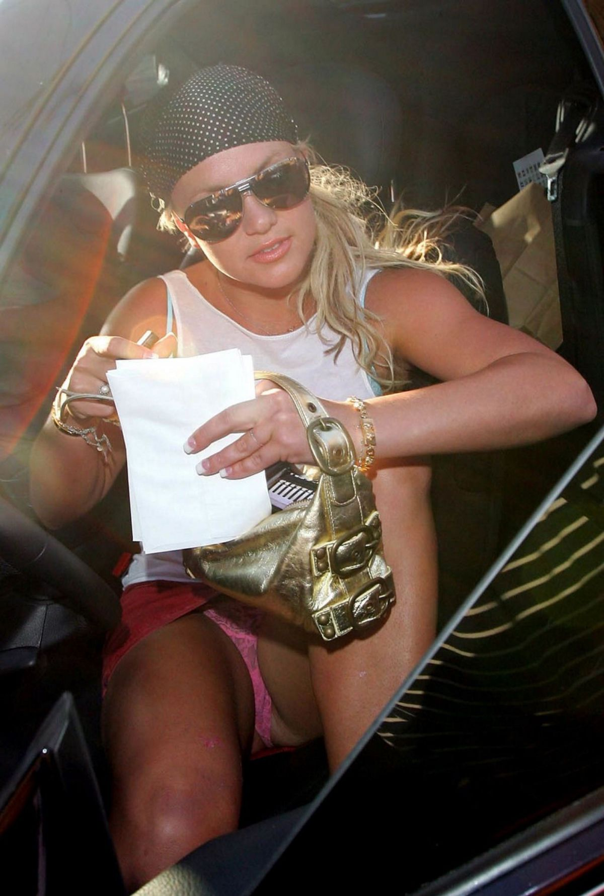 Britney spears fans are worried again after she images herself dancing half