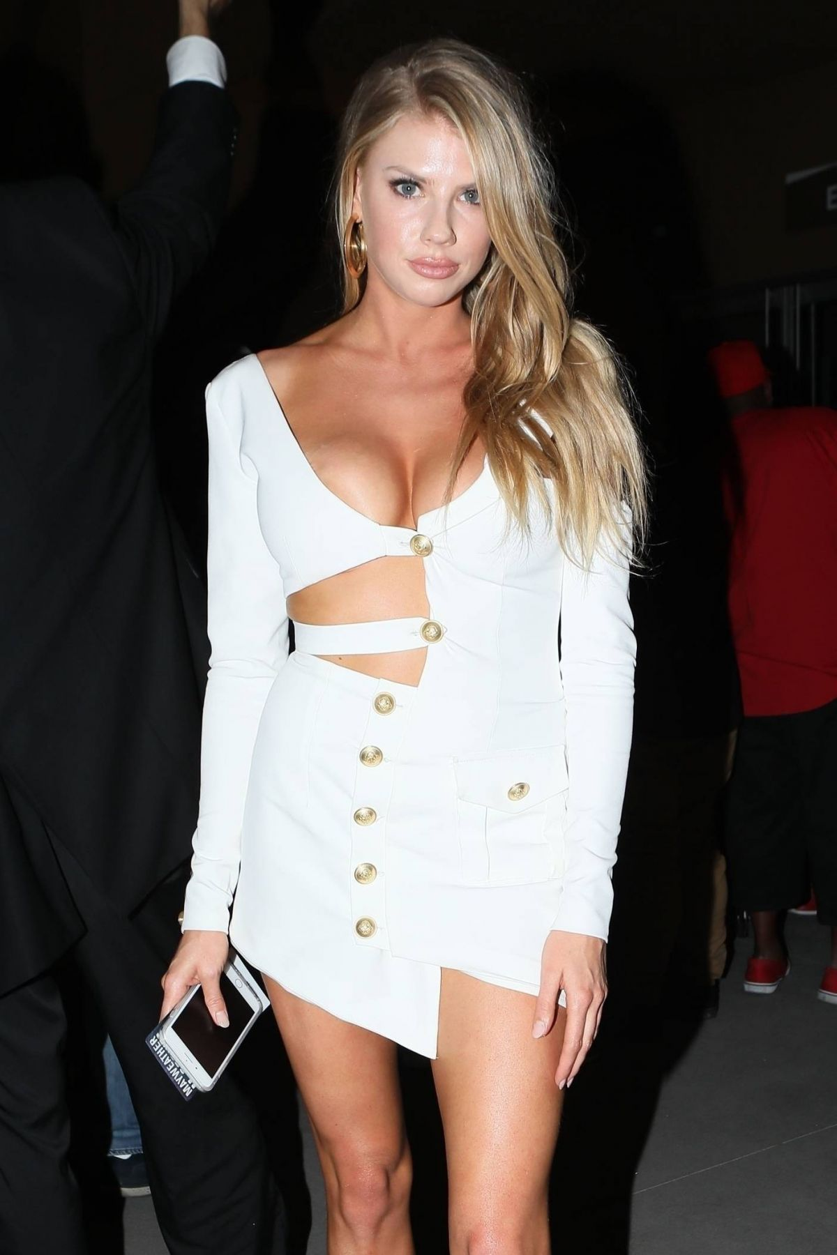 CHARLOTTE MCKINNEY at Floyd Mayweather vs. Conor McGregor Fight in Las Vegas 08/26/2017