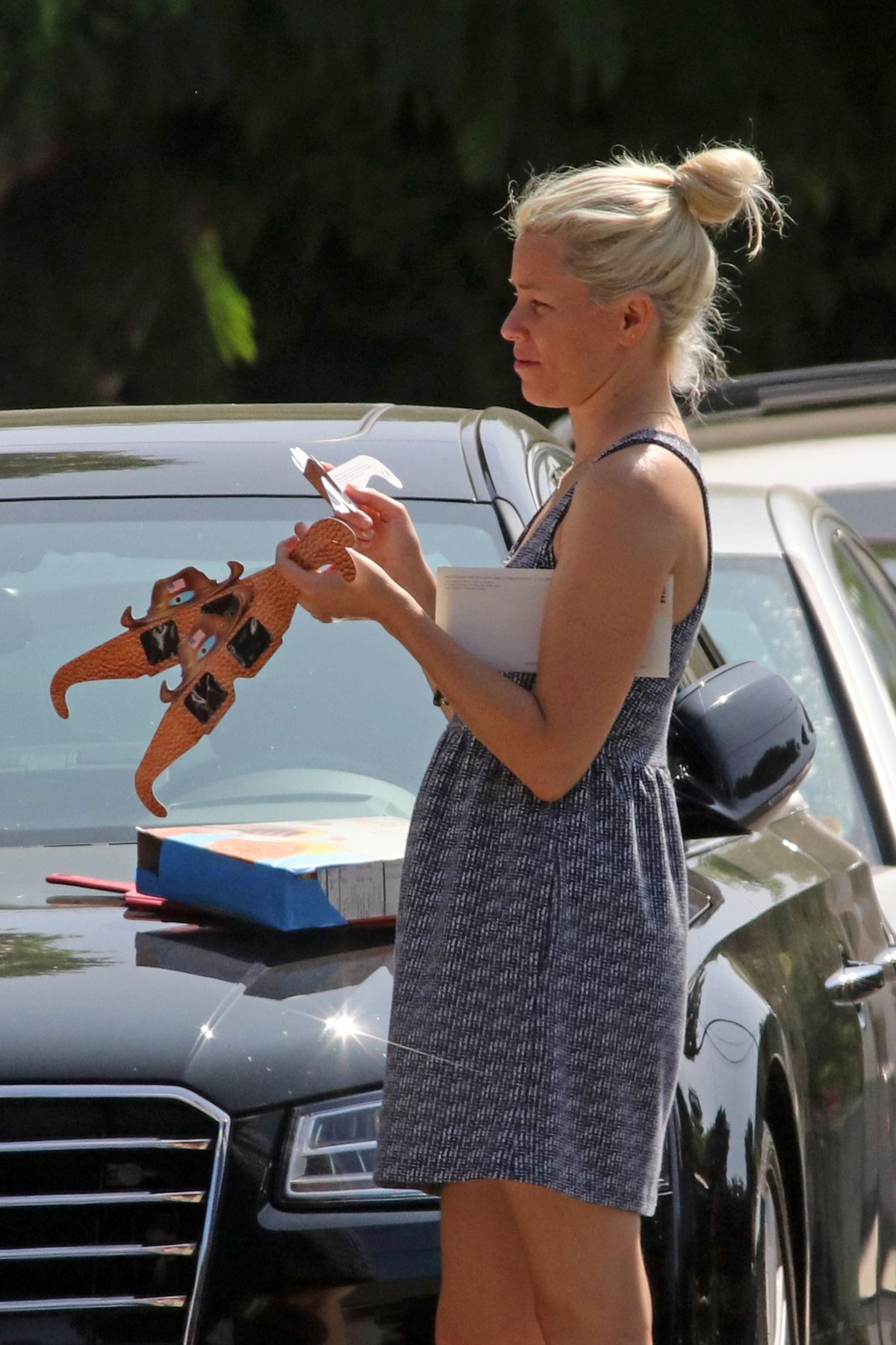 Elizabeth Banks Out In Los Angeles Watching Solar Eclipse