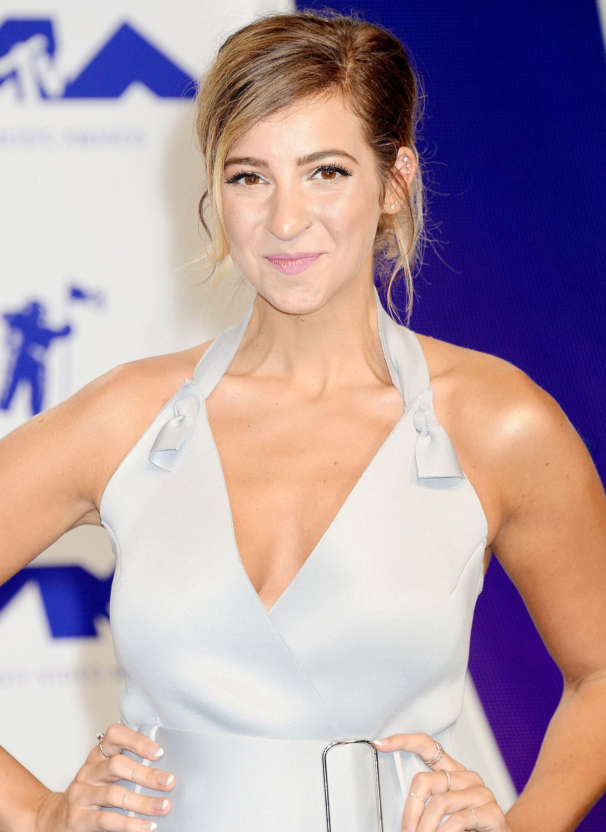 GABBIE HANNA at 2017 MTV Video Music Awards in Los Angeles 08/27/2017