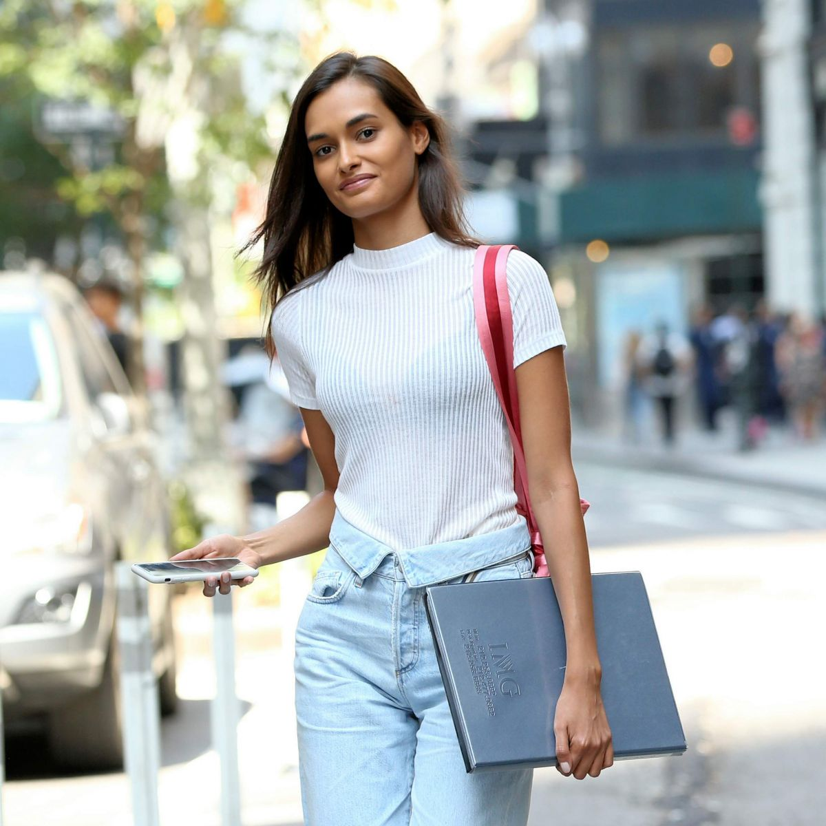 GIZELE OLIVEIRA Arrives at Victoria
