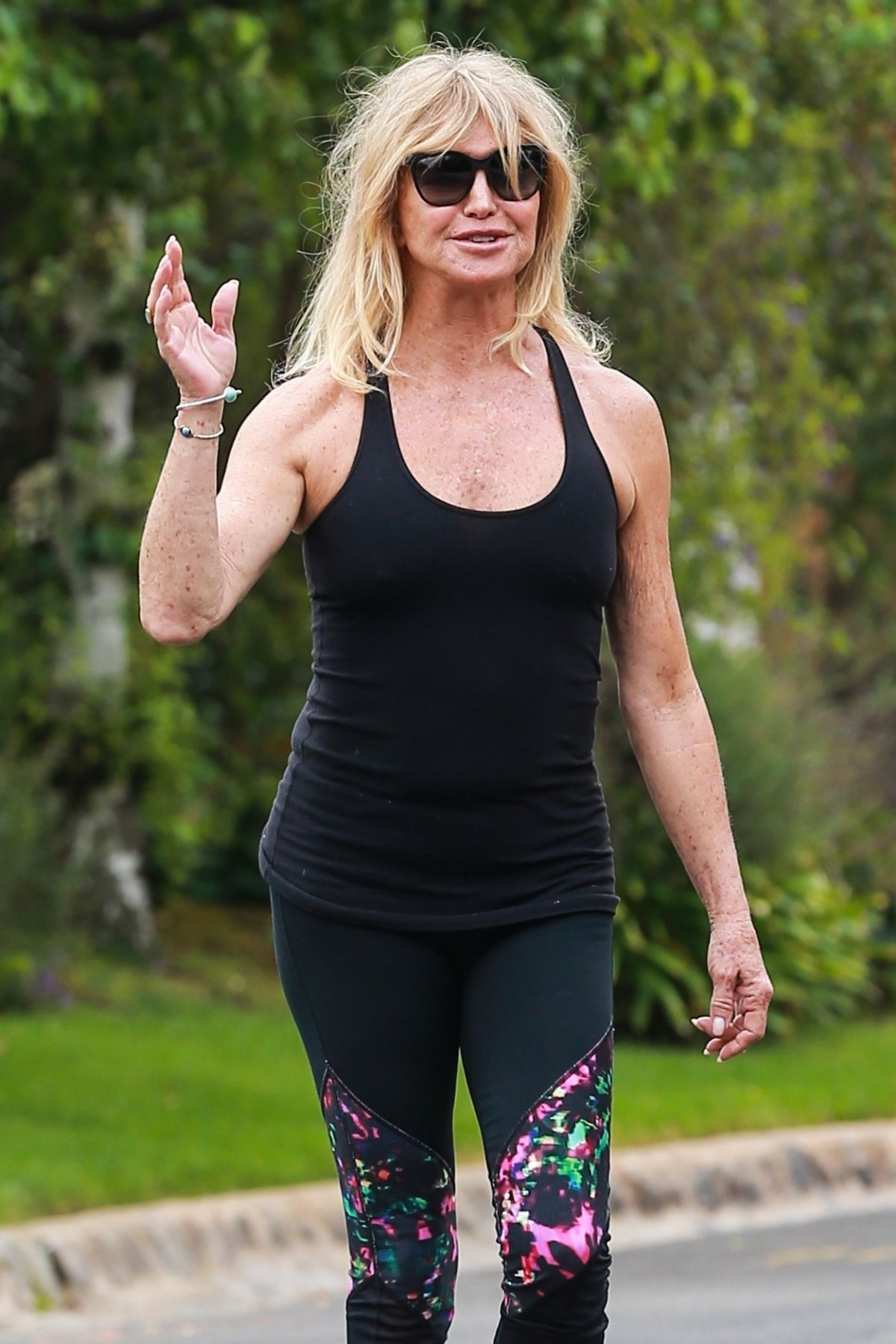 GOLDIE HAWN Workingout Near Home in Brentwood 08/23/2017