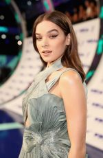 HAILEE STEINFELD at 2017 MTV Video Music Awards in Los Angeles 08/27/2017