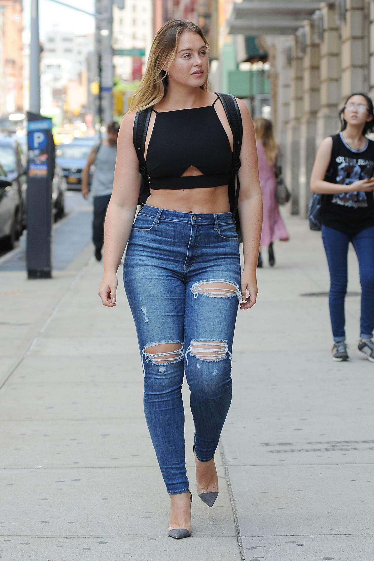 Iskra Lawrence In Ripped Jeans Out In New York 08 24 2017