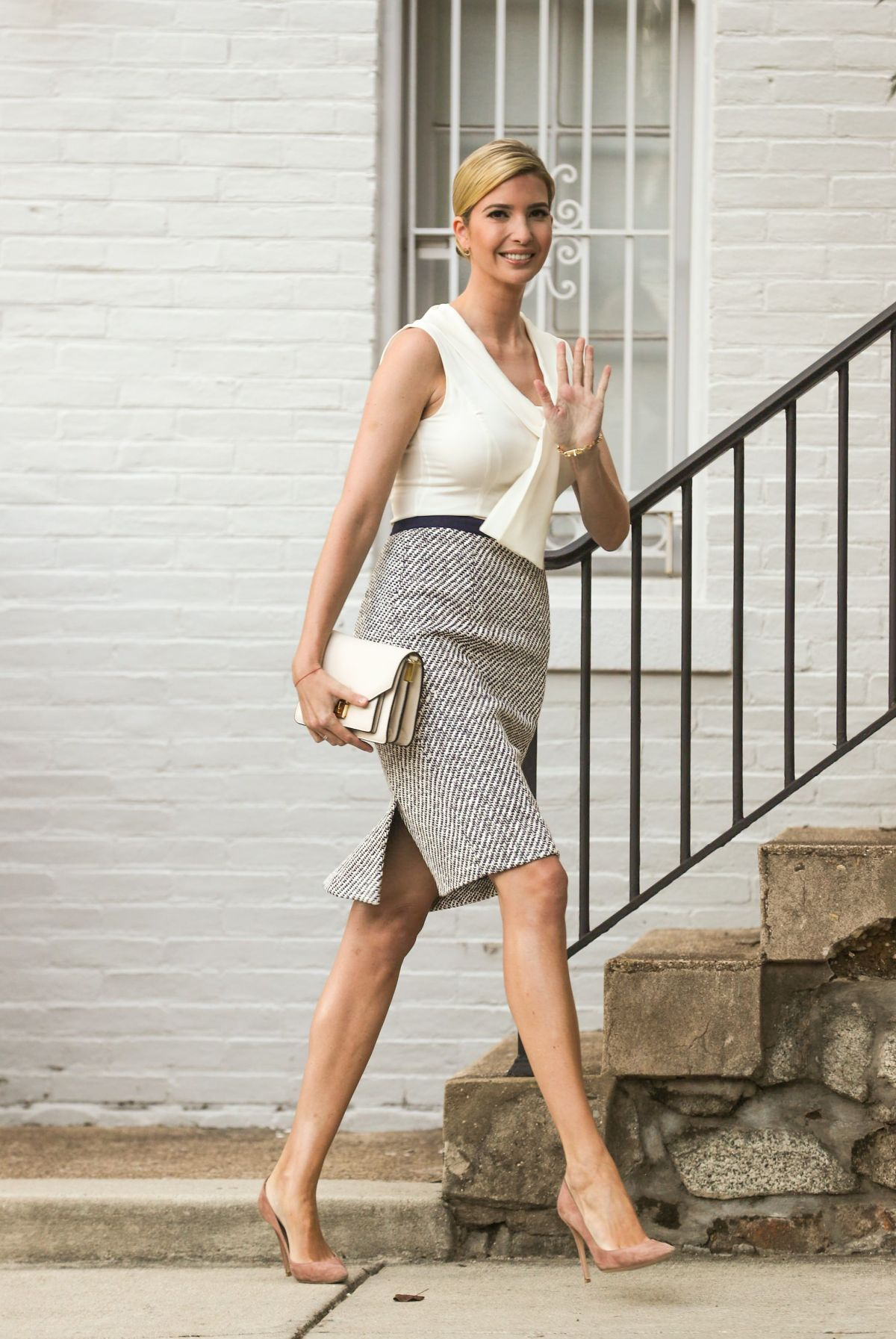 IVANKA TRUMP Leaves Her Home in Washington D.C. 07/30/2017 ...