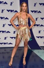 JASMINE SANDERS at 2017 MTV Video Music Awards in Los Angeles 08/27/2017