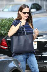 JENNIFER GARNER Out and About in Los Angeles 08/23/2017