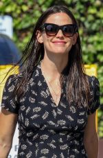 JENNIFER GARNER Out in Pacific Palisades 08/27/2017