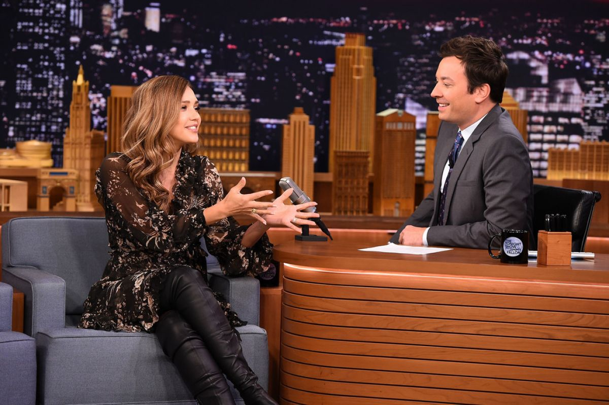 http://www.hawtcelebs.com/wp-content/uploads/2017/08/jessica-alba-on-the-set-of-tonight-show-starring-jimmy-fallon-in-new-york-08-04-2017_3.jpg