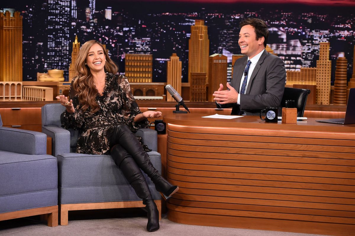 http://www.hawtcelebs.com/wp-content/uploads/2017/08/jessica-alba-on-the-set-of-tonight-show-starring-jimmy-fallon-in-new-york-08-04-2017_4.jpg