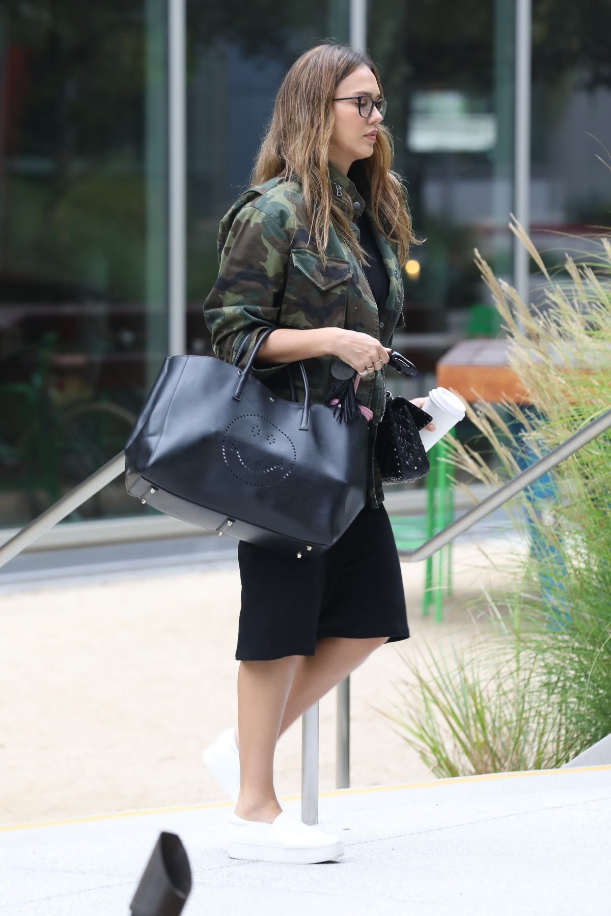 http://www.hawtcelebs.com/wp-content/uploads/2017/08/jessica-alba-out-and-about-in-los-angeles-08-25-2017_9.jpg