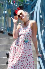 KARLIE KLOSS Celebrates Her 25th Birthday with $15,000 Lunch at Disneyland 08/04/2017