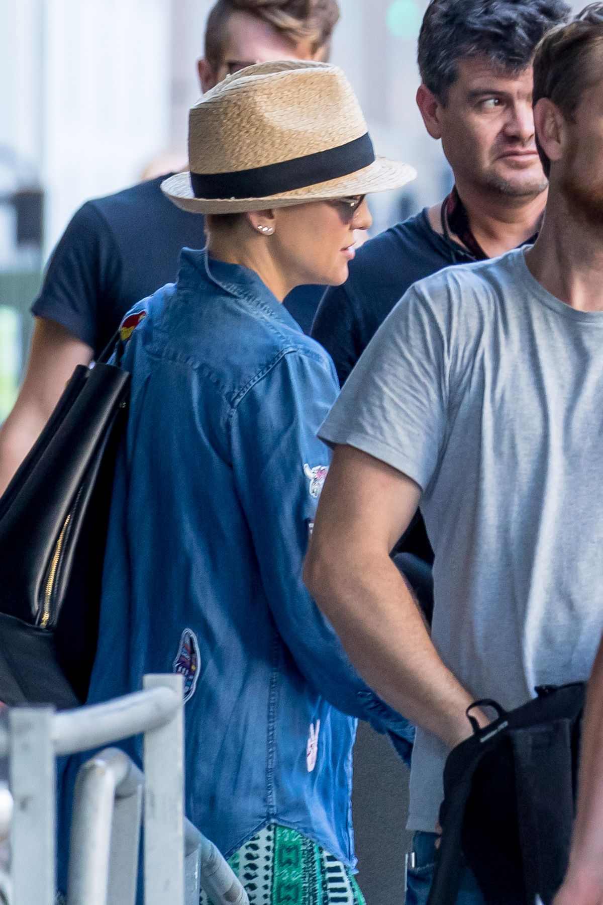 KATE HUDSON on the Set of Sisters in Los Angeles 08/05/2017