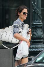 KATIE HOLMES Shopping Home Decor in New York 08/12/2017
