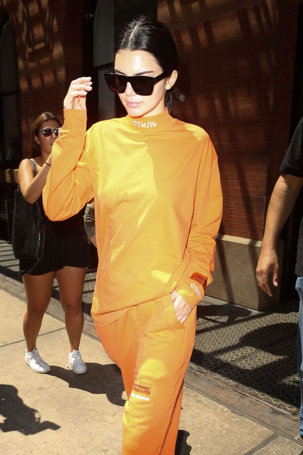 kendall jenner leaves her apartment in new york 08/04/2017
