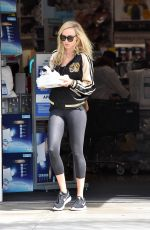 KIMBERLY STEWART Shopping at Bed Bath and Beyond in Los Angeles 08/15/2017