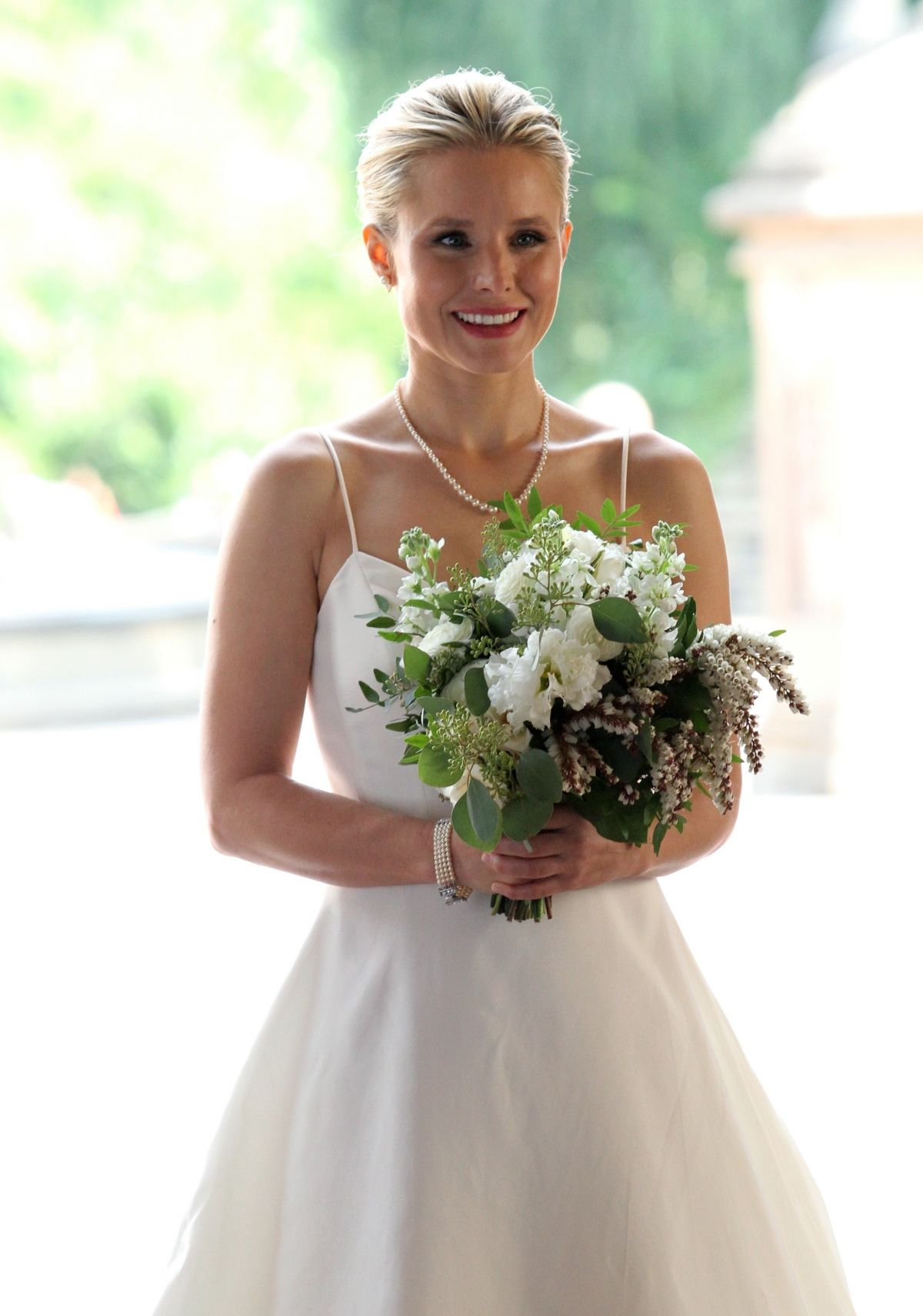 Kristen Bell In Wedding Dress On The Set Of Like Father In New York