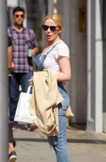 KYLIE MINOGUE Out for Lunch in London 08/11/2017