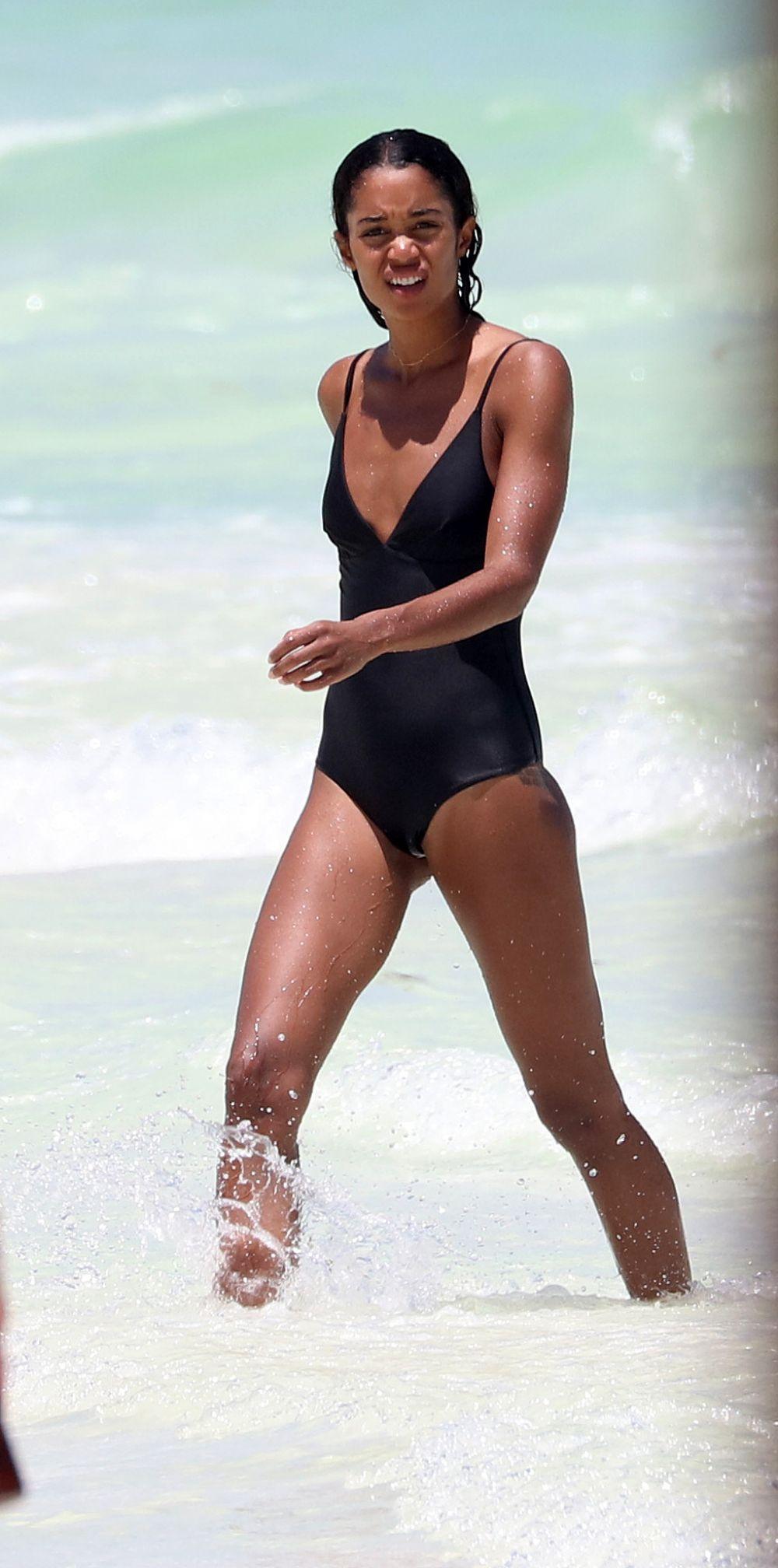Bikini Laura Harrier nudes (99 images), Pussy