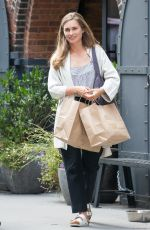 LAUREN BUSH Leaves Her Store in Dumbo 08/24/2017