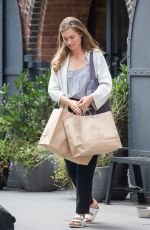LAUREN BUSH Leaves Her Store in Dumbo 08/24/2017
