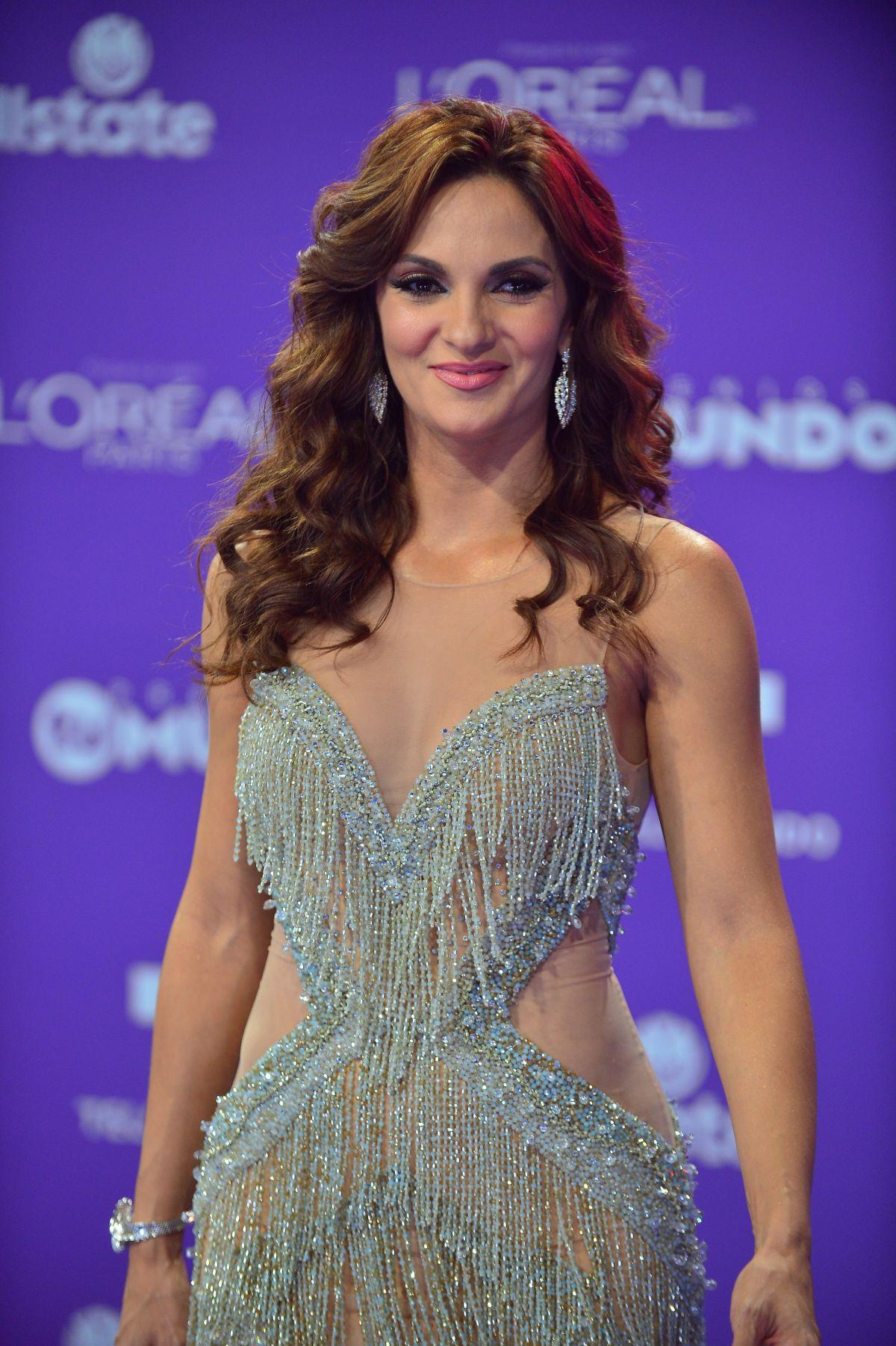 MARIANA SEOANE at Telemundo's 2017 Premios tu Mundo at in Miami 08/24 ...