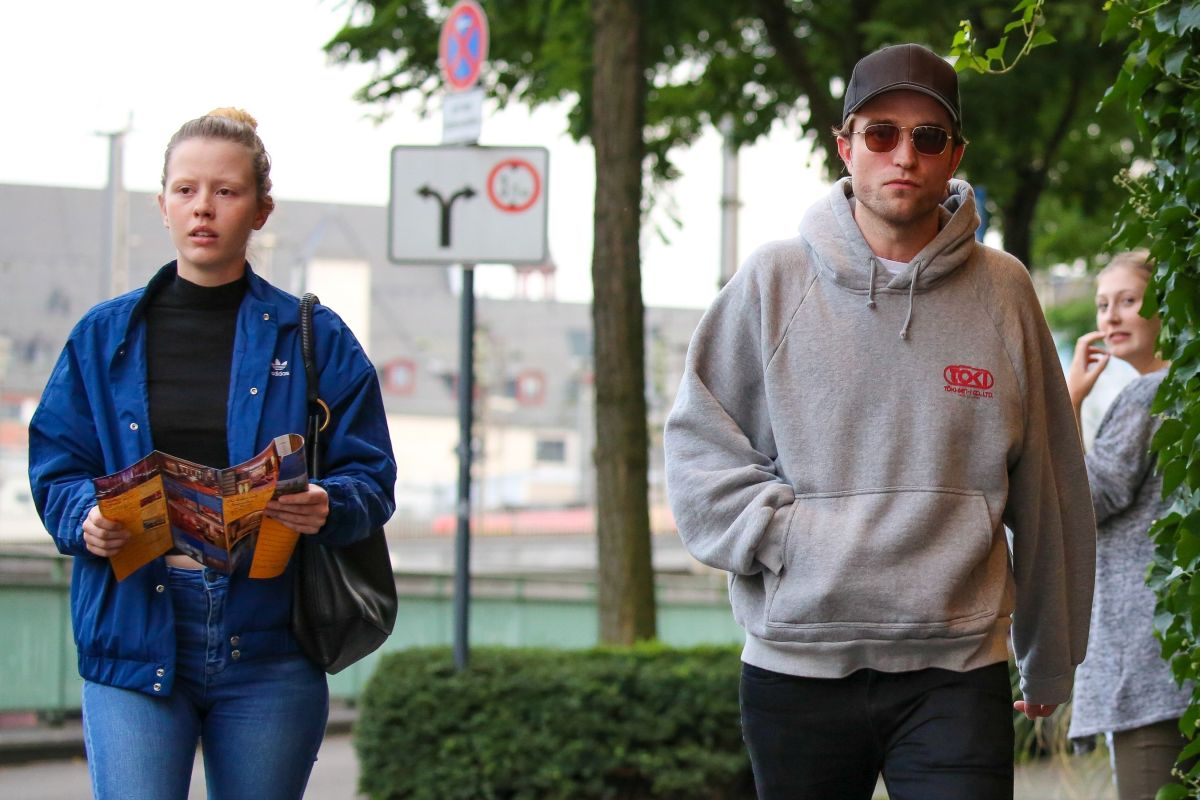 MIA GOTH and Robert Pattinson Out in Cologne 08/22/2017