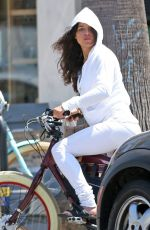 MICHELLE RODRIGUEZ Picks Up Lunch at Kreation in Los Angeles 08/08/207