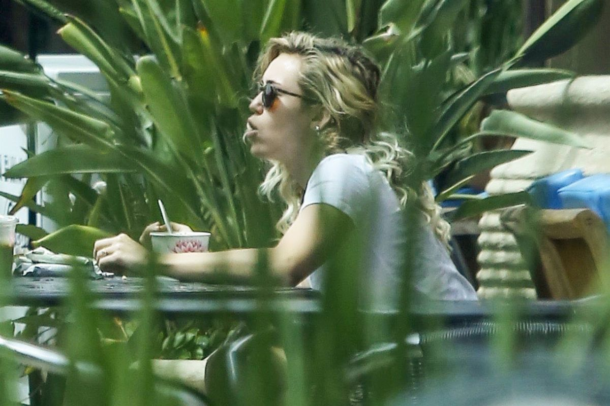 MILEY CYRUS Out for Breakfat at Pavilions in Malibu 08/10/2017