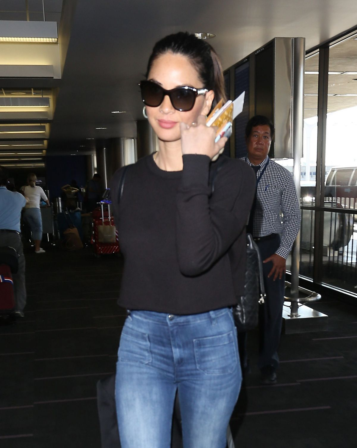 OLIVIA MUNN in Jeans at Los Angeles International Airport 08/08/2017