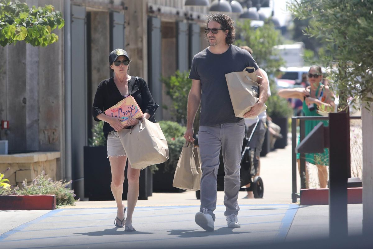 SHANNEN DOHERTY and Kurt Iswarienko Shoping at Vintage Grocers in Malibu 08/14/2017