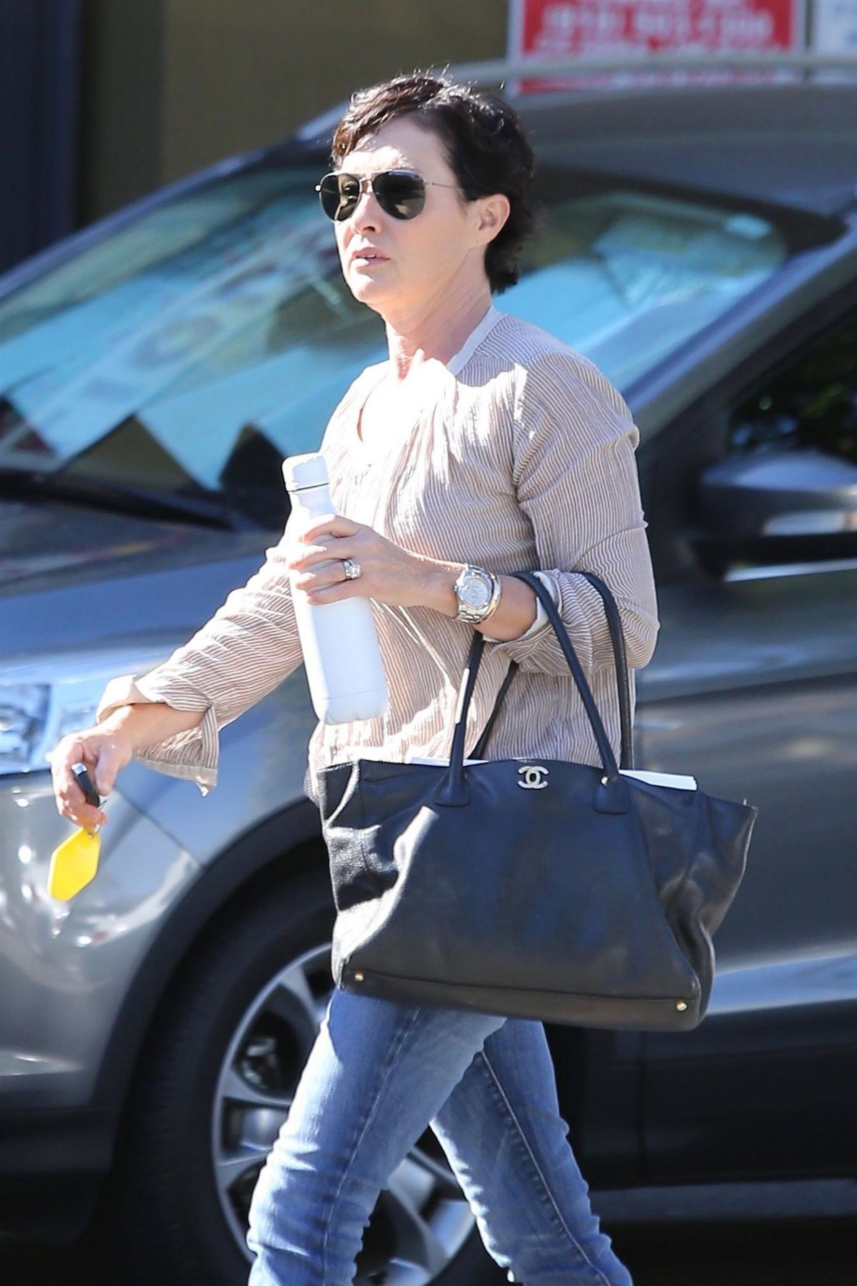SHANNEN DOHERTY Shopping at Petstaurant in Sherman Oaks 08/22/2017