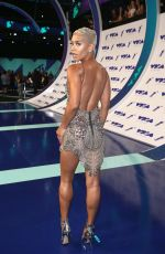 SIBLEY SCOLES at 2017 MTV Video Music Awards in Los Angeles 08/27/2017