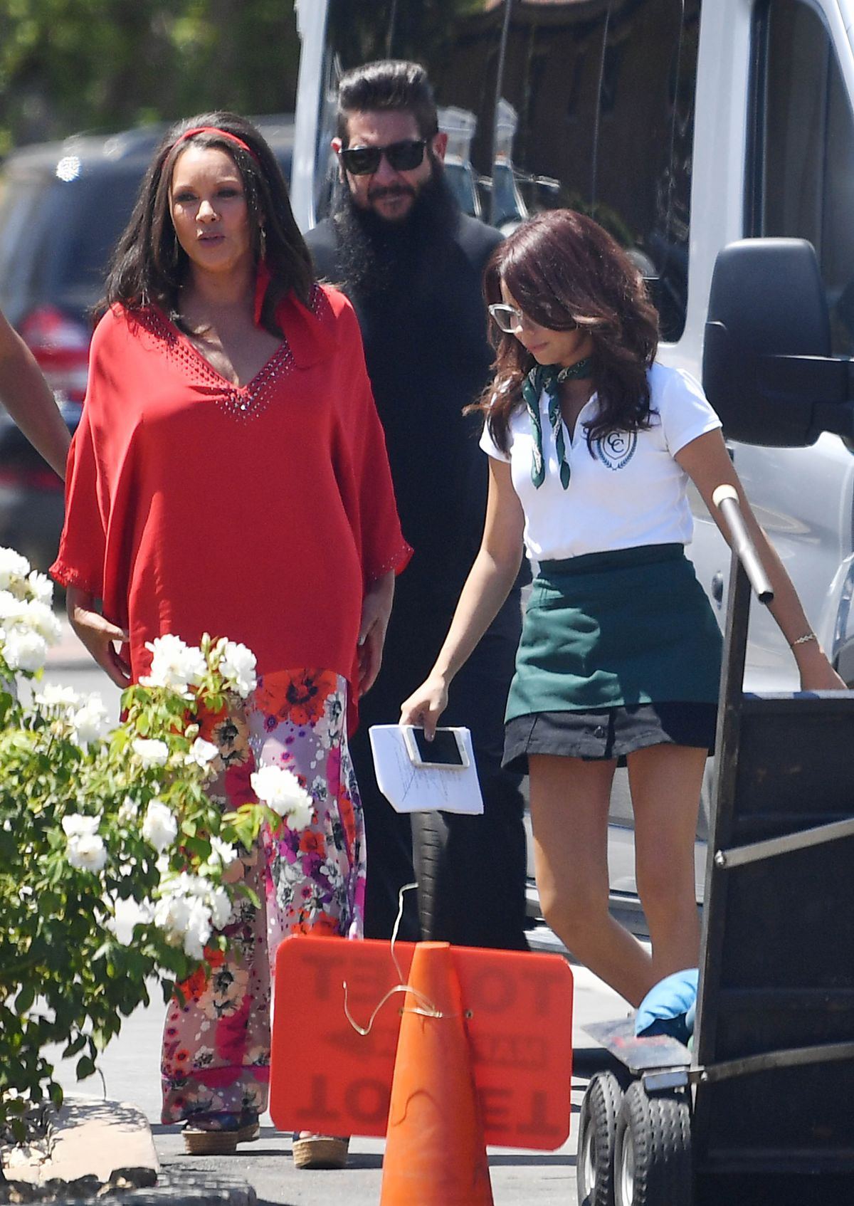 VANESSA WILLIAMS and SARAH HYLAND Arrives on the Set of Modern Family in Los Angeles 08/15/2017