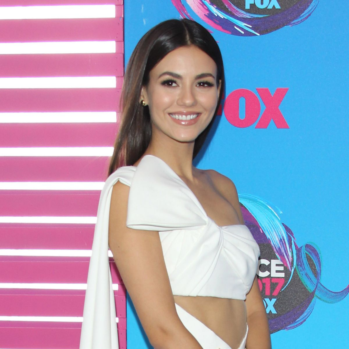 VICTORIA JUSTICE At Teen Choice Awards 2017 In Los Angeles