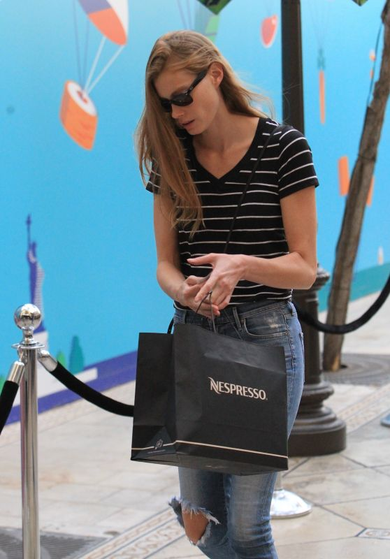 ALYSSA SUTHERLAND Out Shopping in Hollywood 09/25/2017