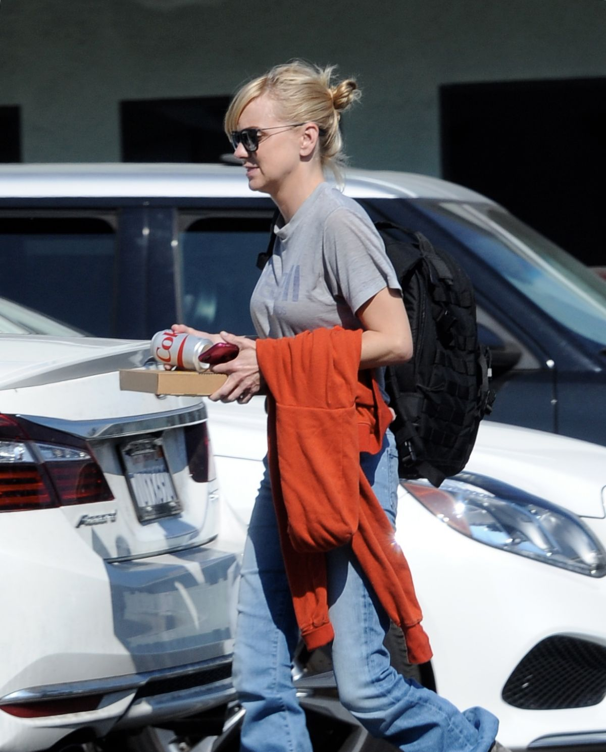 Filing For Divorce: ANNA FARIS Emerges For The First Time Since Filing For
