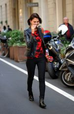 ANNA SAFRONCIK Out for Lunch in Milan 09/25/2017