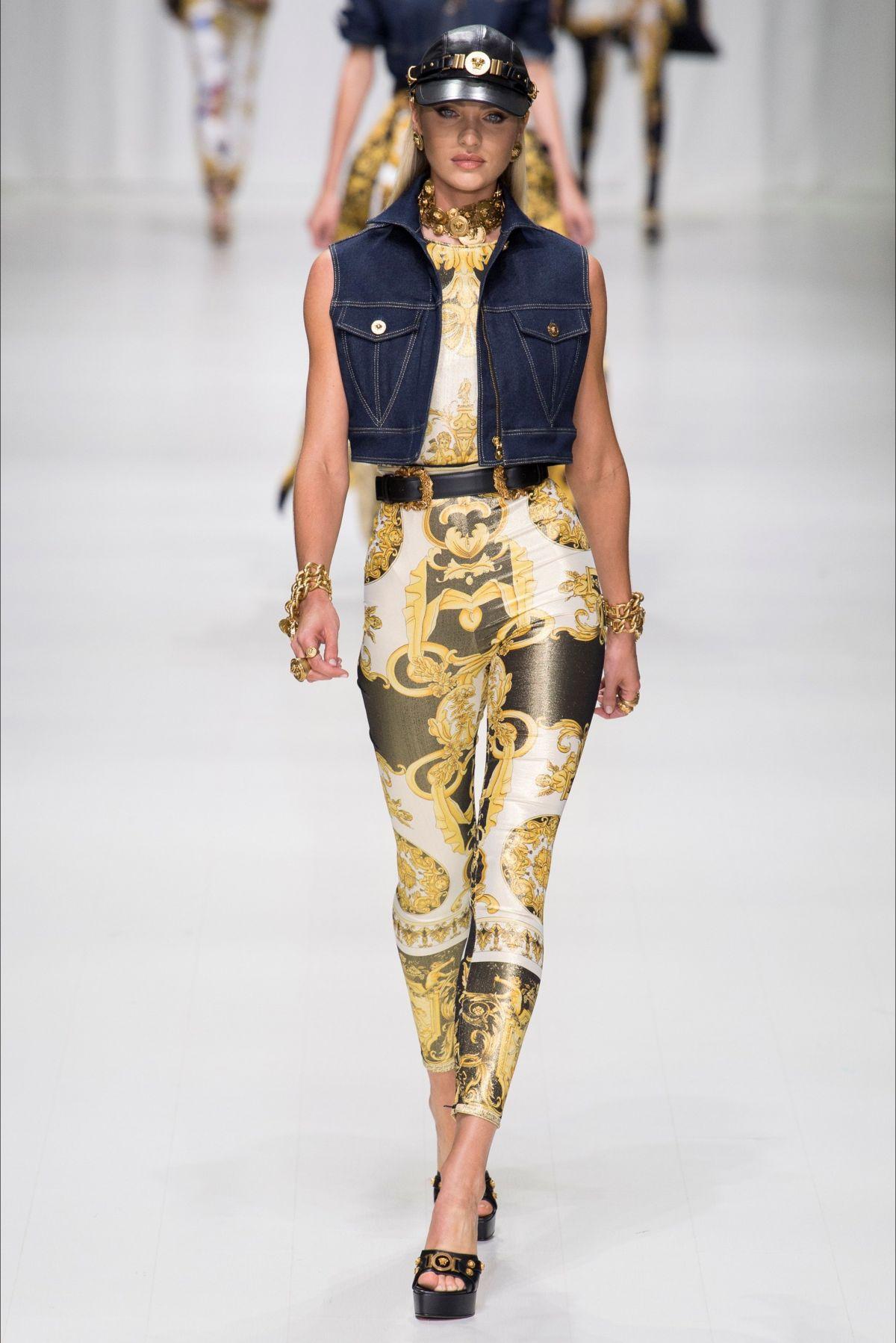 CANDICE SWANEPOEL at Versace Fashion Show at Milan 09/22/2017