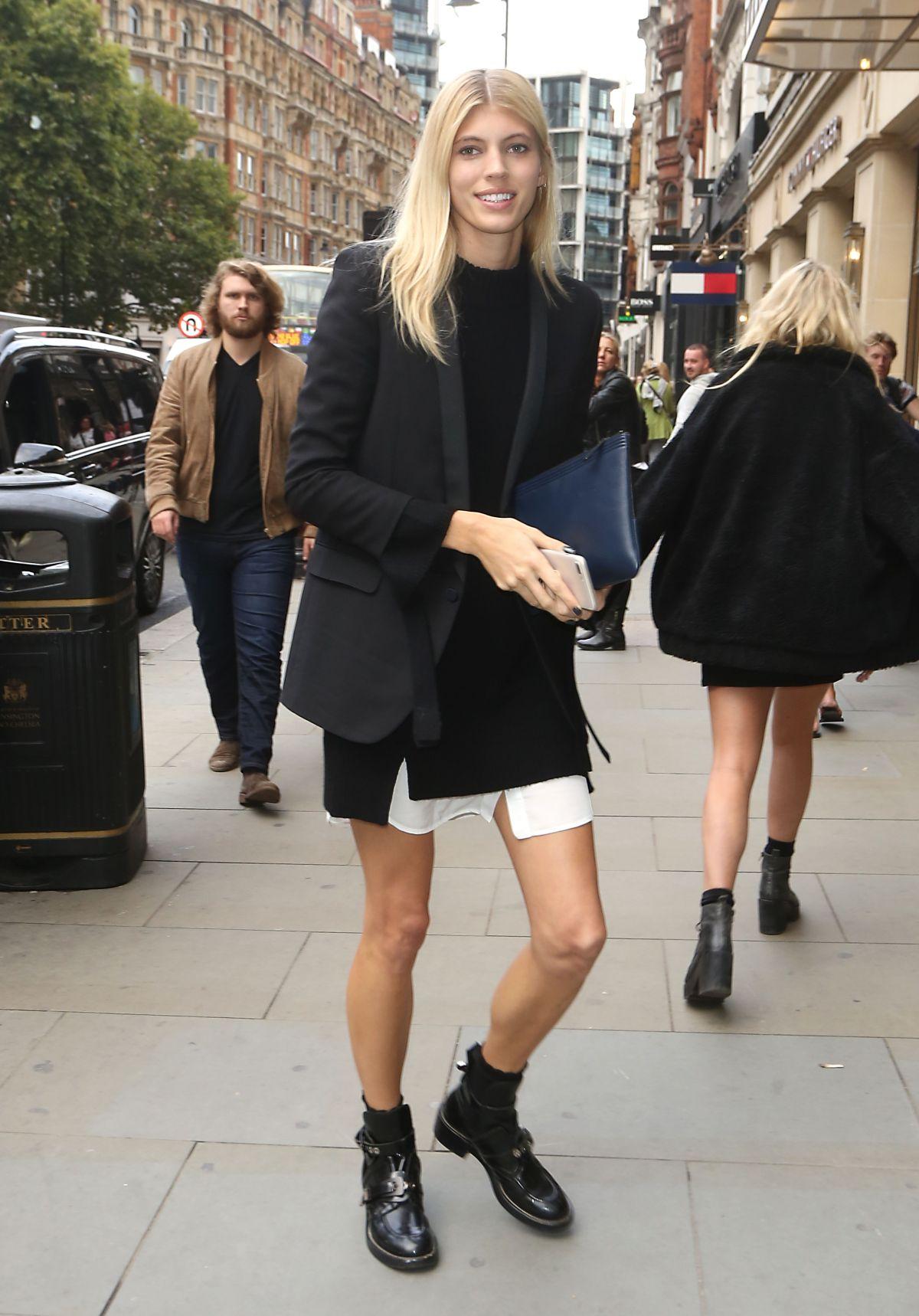 DEVON WINDSOR Arrives at Tommy Hilfiger Fashion Show at London Fashion Week 09/19/2017