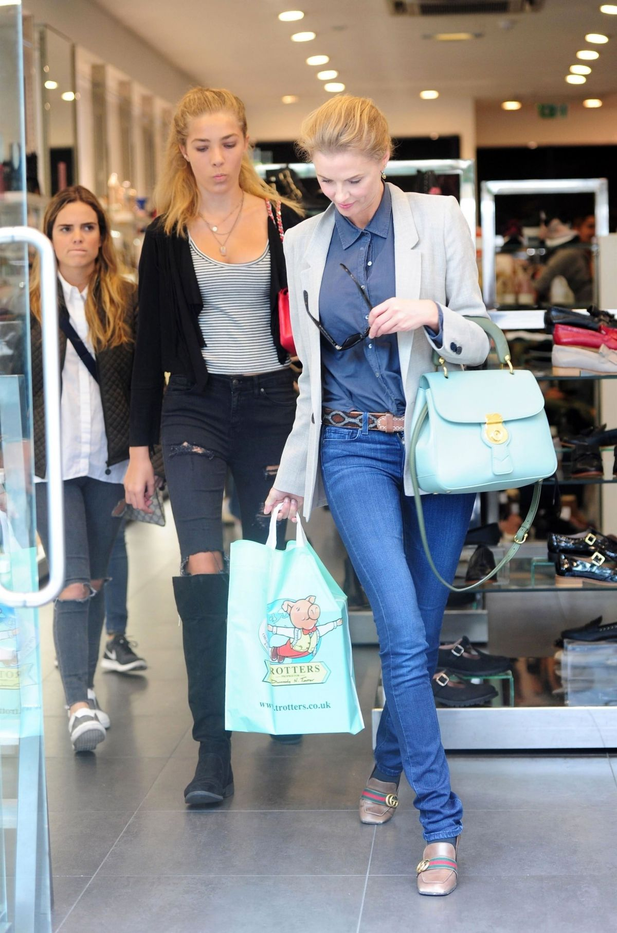 DONNA AIR with Her Daughter FREYA AIR Shopping on Kings Road in London 09/04/2017