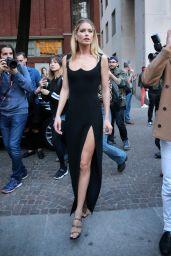DOUTZEN KROES Leaves Versace Fashion Show in Milan 09/22/2017