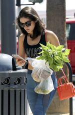 ISABELLE FUHRMAN Shoping at Farmers Market in Los Angeles 09/06/2017